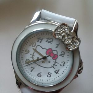 COLLECTIBLE HELLO KITTY FASHION WATCH